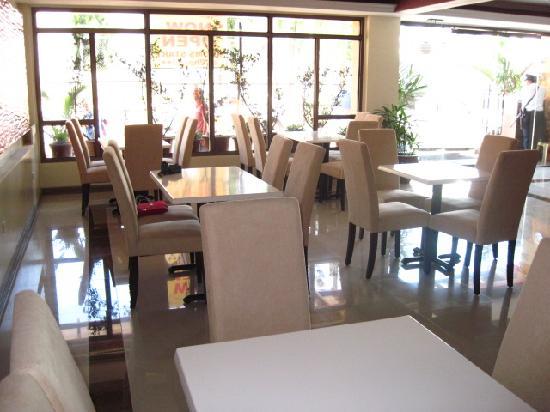 Blue Velvet Hotel: lobby