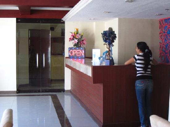 Blue Velvet Hotel: frontdesk