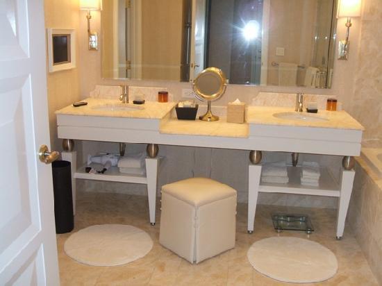 Wynn Las Vegas: Bathroom Vanity