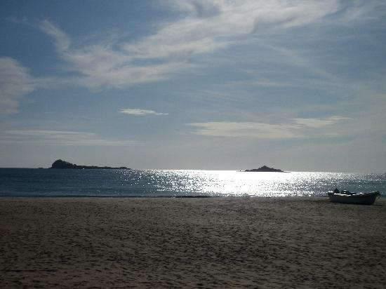 Pigeon Island Beach Resort: BEACH