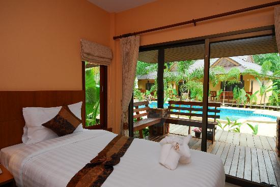 Sunda Resort: Poolside Room