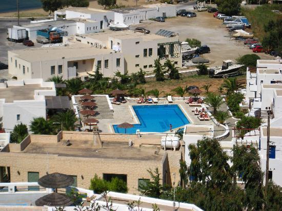 Yialos Ios Hotel : overblik fra stien op til byen
