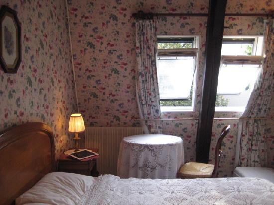 Hotel des Grandes Ecoles: 4Fにある泊まったお部屋は可愛らしく統一されてました。