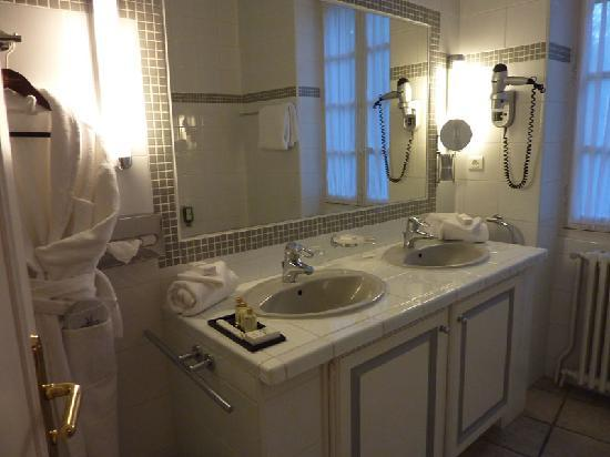 Najeti Hôtel la Magnaneraie : cuarto de baño