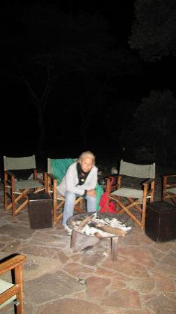 Sekenani Camp: il fuoco la sera