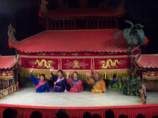 Water puppet show at Thao Dien Village: The people behind the puppets