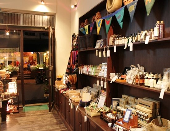 Ma Te Sai: Front of shop (there are two other rooms with more items)
