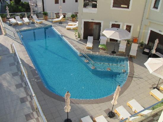 Esthisis Suites: Swiming Pool view