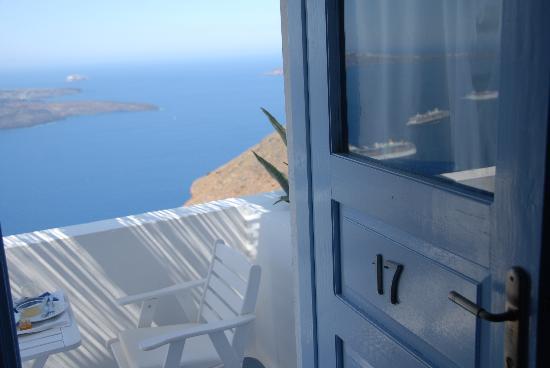โรงแรมออน เดอะ ร็อค: A room just above the Caldera (vulcano)