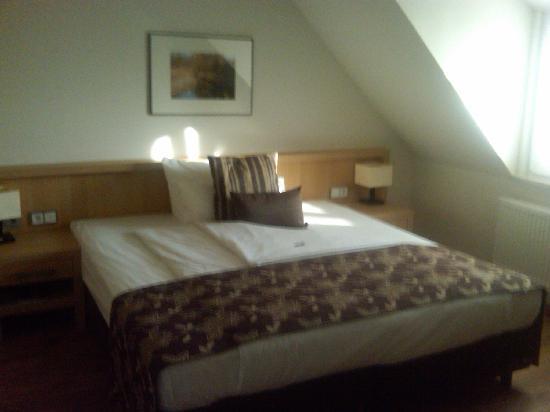 Bodensee-Hotel Sonnenhof: Bett im Einzelzimmer