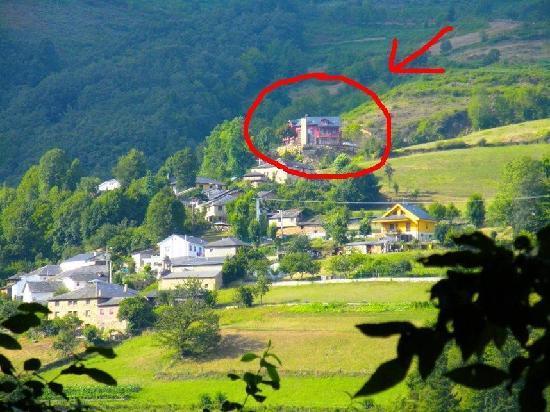 Casa La Fonte: Vista de los apartamentos desde Muniellos