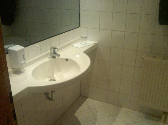 Hotel Lay-Haus: Bad im Einzelzimmer
