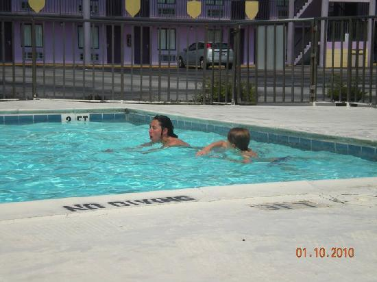 Magic Castle Inn and Suites: pool