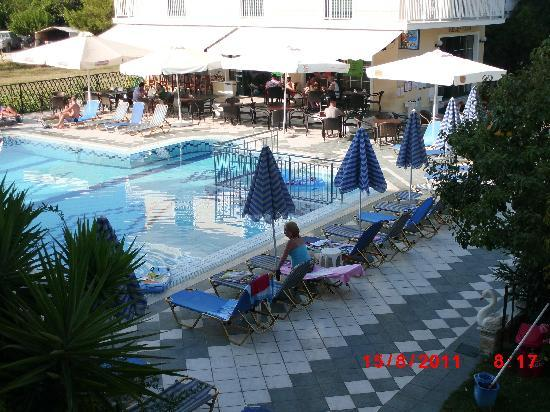 Danny's Hotel: View of pool & bar from balcony