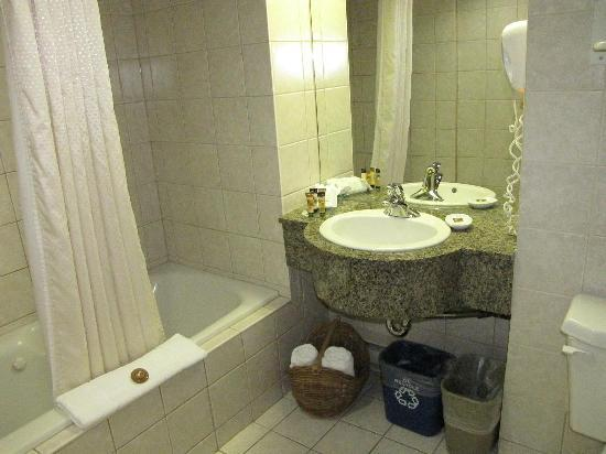 Brewster's Mountain Lodge: Bathroom