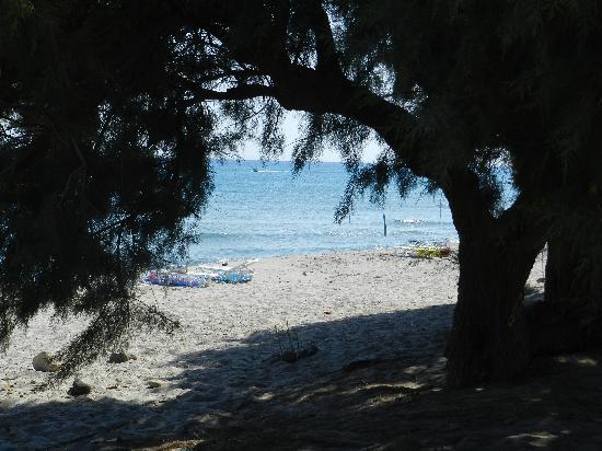 Olympia Mare: spiaggia davanti alla struttura