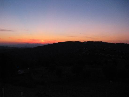 Agriturismo Antico Casale Pozzuolo: Gli indimenticabili tramonti
