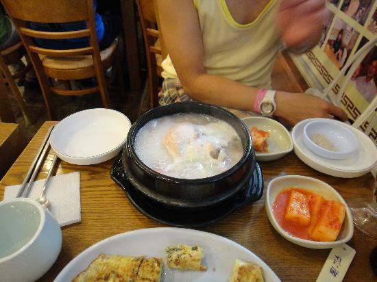 Myongdong Yongyang Juk : 参鶏湯もあります。