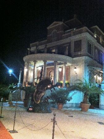 Casina Valadier: front entrance