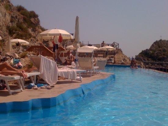 Vista piscina foto di unahotels capotaormina taormina tripadvisor - Hotel con piscina catania ...