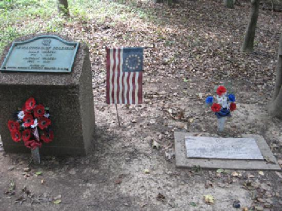 Hilton Garden Inn Washington DC / Greenbelt: revolutionary war era grave