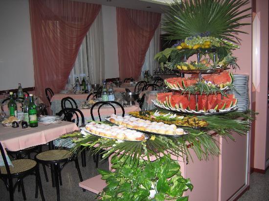 Hotel Canada : Parte buffet di frutta