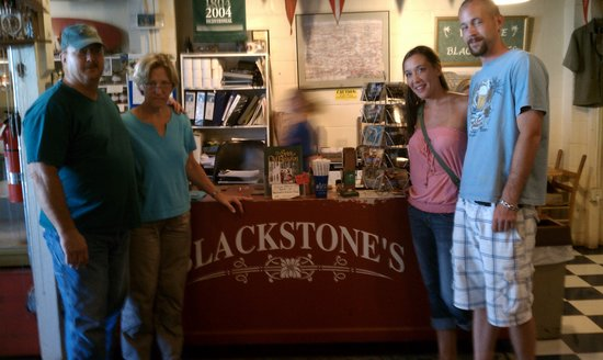 Cafe de blackstone: Fred, Cathy, Sallie, Kyle at Blackstone's