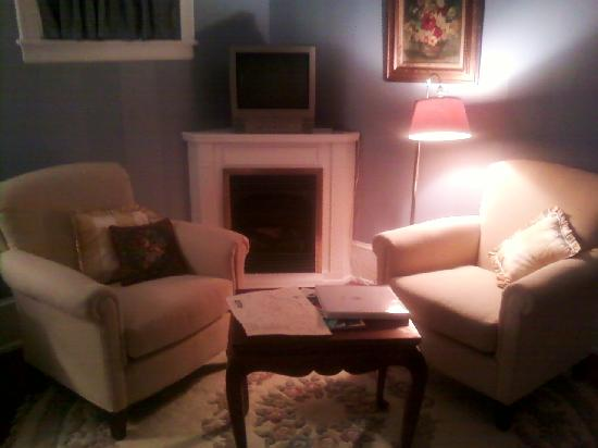 502 South Main: Sitting area with T.V. in King Suite