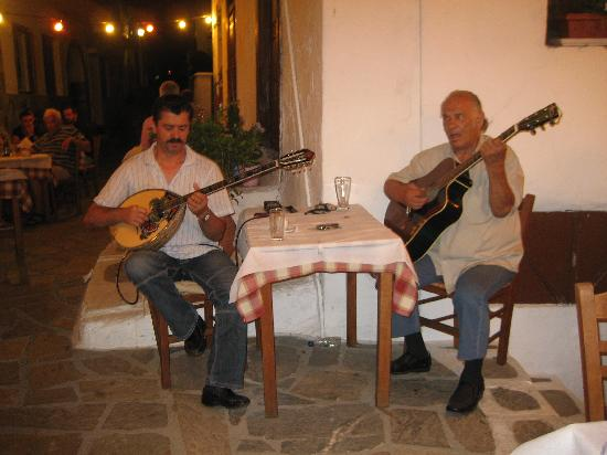 Taverna Alexandros: Live Greek music.