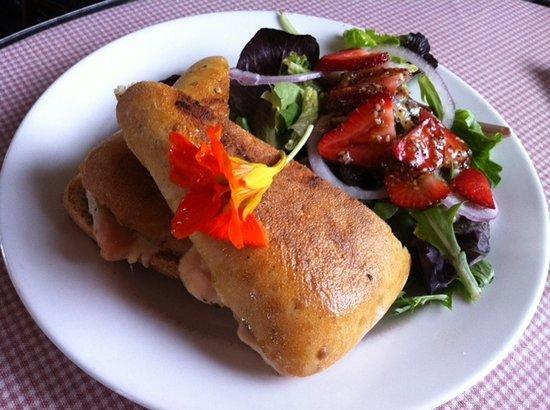 Inn-Lake on the Mountain Restaurant: Chicken ciabatta sandwich