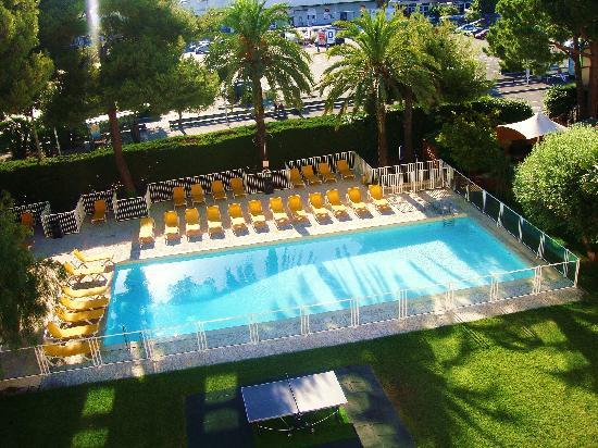 Saint-Laurent du Var, France : La piscine