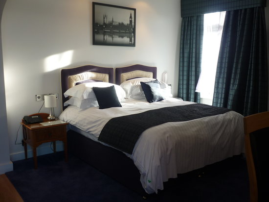 The Atlantic Hotel: Our very comfy bed!