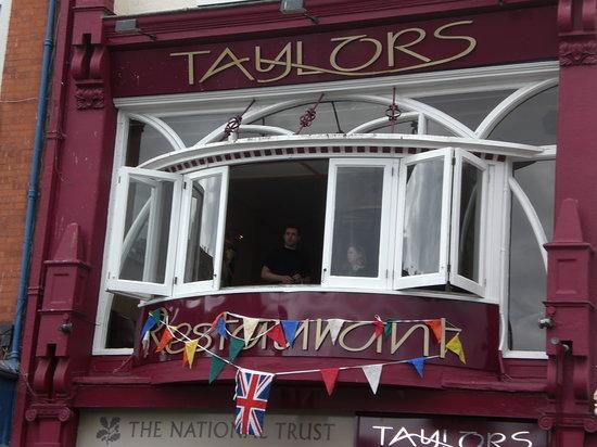 Taylor's Restaurant: exterior