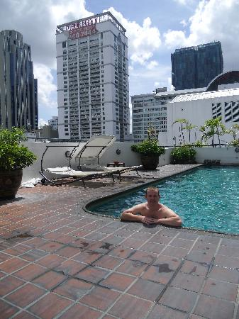 Best Comfort: rooftop pool
