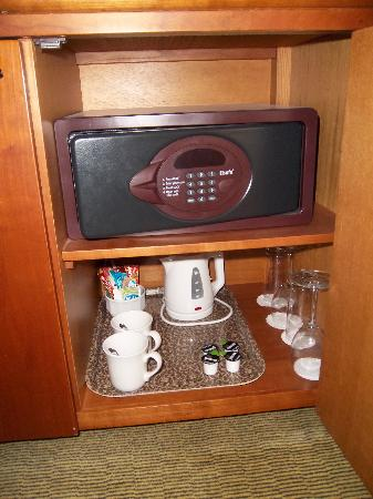 Holiday Inn Wakefield M1, Jct. 40: Safe and Tea Tray