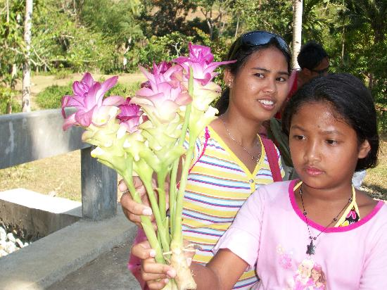 Paradise Bay Beach & Watersport Resort: Joyce and Michelle with Ginger flowers.