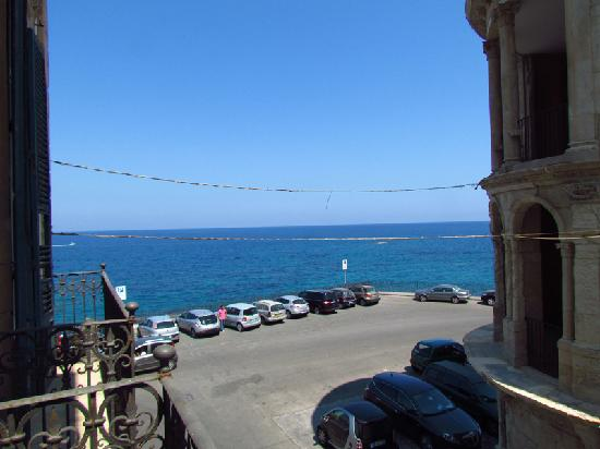 Aurora Hotel - B&B Airone : View out to the sea (look to left on balcony)