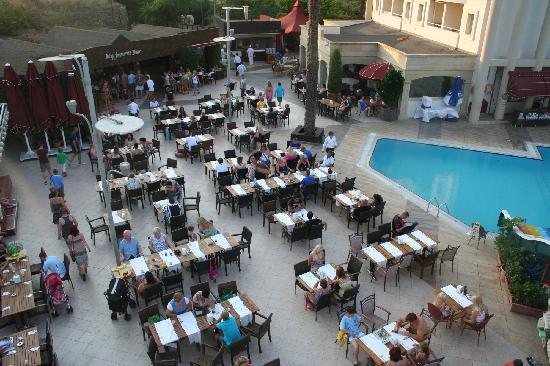 Grand Cettia Hotel: THe pool / Dinning Area