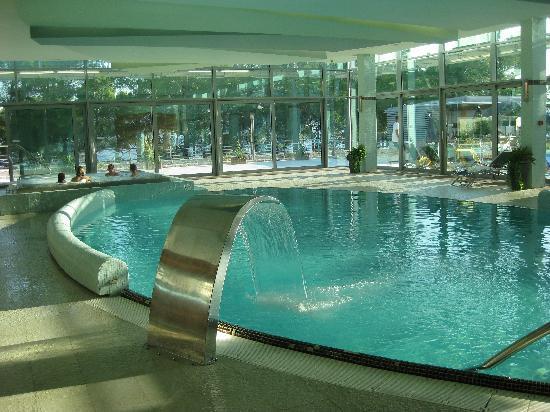 Bluesun Hotel Elaphusa: Inomhus saltvattensbassäng