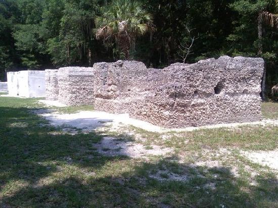 Kingsley Plantation: slave cabin ruins