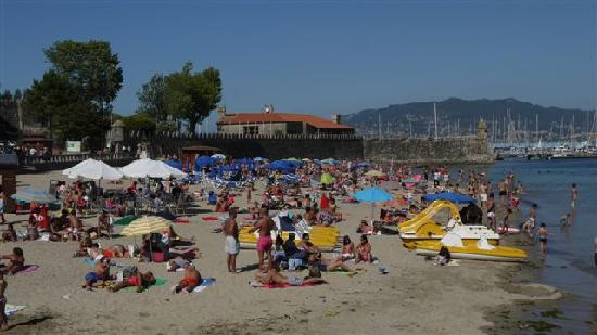 Hotel Pazo de Mendoza: Great beach 2 mins from Pazo de Mendoza