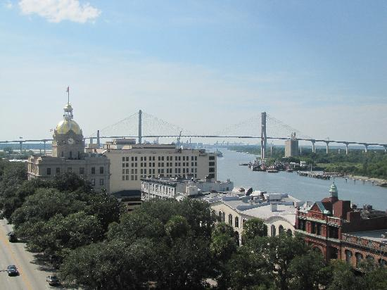 Holiday Inn Express Savannah-Historic District: A pool with a view