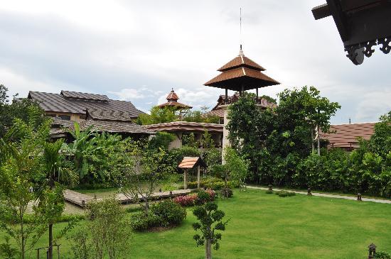 Siripanna Villa Resort & Spa: The garden, simply stunning!