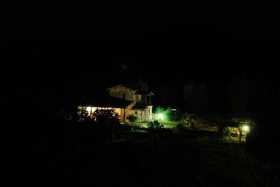 Agriturismo Casa Fibbianello: visione notturna di uno dei casali di Casa Fibianello