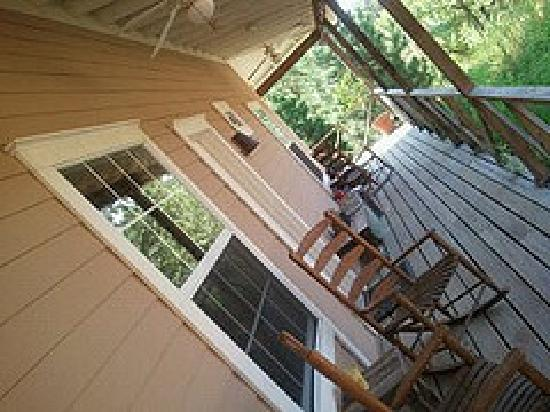 Stardust Inn Bed & Breakfast : Wrap around porch, everyone has their own rocking chairs and door.