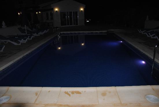 Zwembad met verlichting - Picture of Casa Las Yeseras B&B, Bedar ...