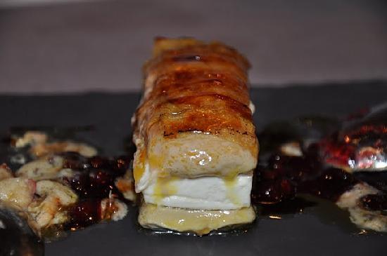 Kasler: Milhojas de foie y queso de cabra. 15€