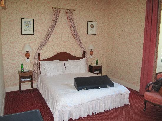 Chateau de Montcaud : Superior Room 38