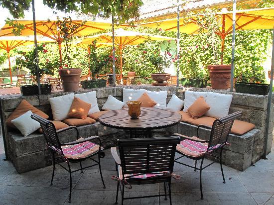 Chateau de Montcaud : Garden Summer Dining Area