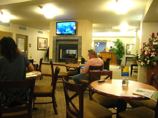 Holiday Inn Express Hotel & Suites Lacey: Breakfast area with hotel lobby in background